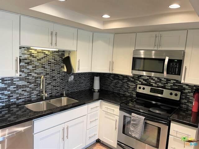 64285 Spyglass Ave #24, Desert Hot Springs, CA 92240 (#21-761548) :: Berkshire Hathaway HomeServices California Properties