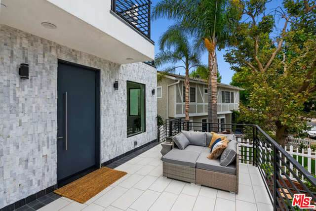 2812 Manning Ave, Los Angeles, CA 90064 (#21-762140) :: Berkshire Hathaway HomeServices California Properties