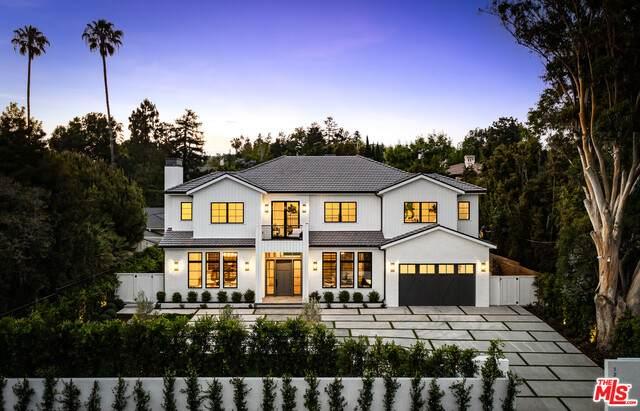 12825 San Vicente Blvd, Los Angeles, CA 90049 (#21-762582) :: Berkshire Hathaway HomeServices California Properties