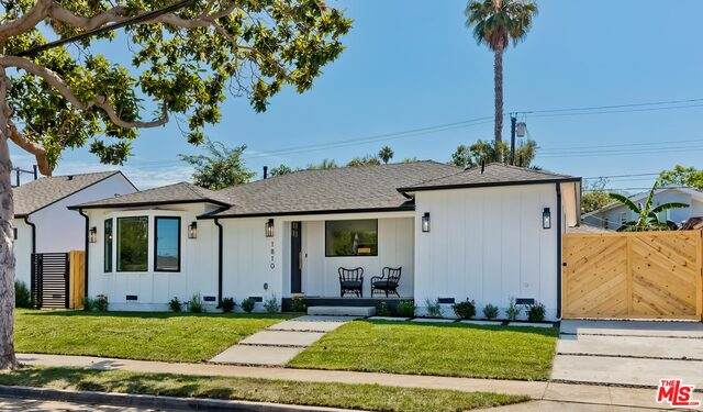1810 S Burnside Ave, Los Angeles, CA 90019 (#21-763458) :: Lydia Gable Realty Group