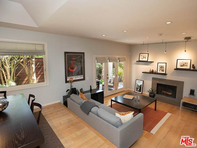 1133 9Th St #108, Santa Monica, CA 90403 (#21-763582) :: Berkshire Hathaway HomeServices California Properties