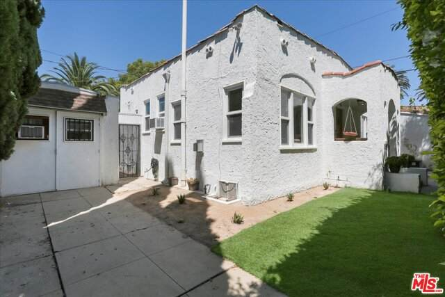7567 Rosewood Ave, Los Angeles, CA 90036 (#21-763592) :: TruLine Realty