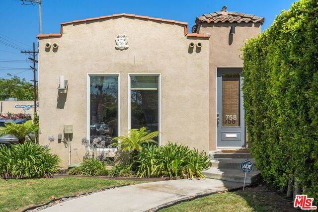 6816 Waring Ave, Los Angeles, CA 90038 (#21-763962) :: Berkshire Hathaway HomeServices California Properties