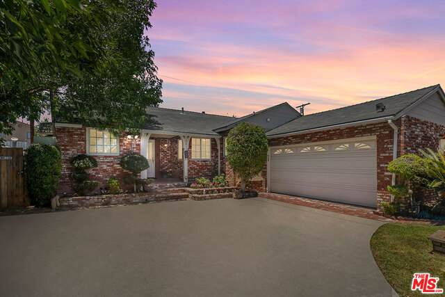 6413 Petit Ave, Lake Balboa, CA 91406 (#21-763984) :: Berkshire Hathaway HomeServices California Properties