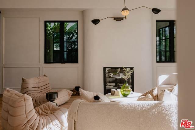 848 N Gardner St, Los Angeles, CA 90046 (#21-764022) :: Montemayor & Associates