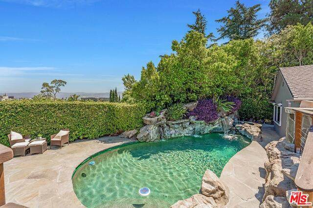 3415 Bonnie Hill Dr, Los Angeles, CA 90068 (#21-764098) :: Lydia Gable Realty Group