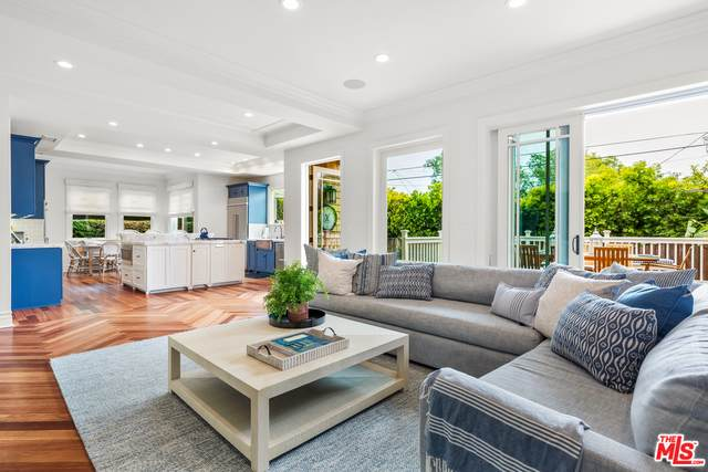 17062 Bollinger Dr, Pacific Palisades, CA 90272 (MLS #21-764106) :: The Jelmberg Team