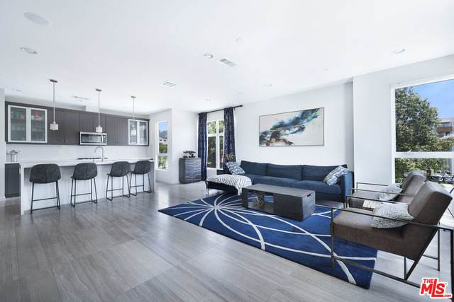5626 Observation Ln, Los Angeles, CA 90028 (#21-764170) :: Berkshire Hathaway HomeServices California Properties