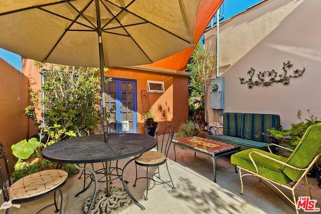 264 S Almont Dr, Beverly Hills, CA 90211 (MLS #21-764180) :: The John Jay Group - Bennion Deville Homes