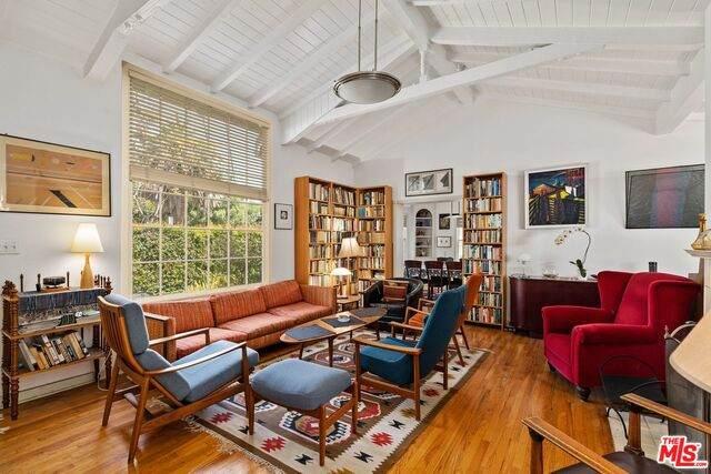 12100 Dorothy St, Los Angeles, CA 90049 (#21-764260) :: Berkshire Hathaway HomeServices California Properties