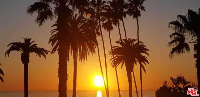 101 California Ave #303, Santa Monica, CA 90403 (#21-764308) :: Berkshire Hathaway HomeServices California Properties