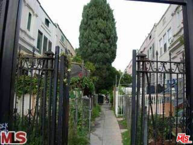 233 Columbia Pl, Los Angeles, CA 90026 (MLS #21-764334) :: The John Jay Group - Bennion Deville Homes