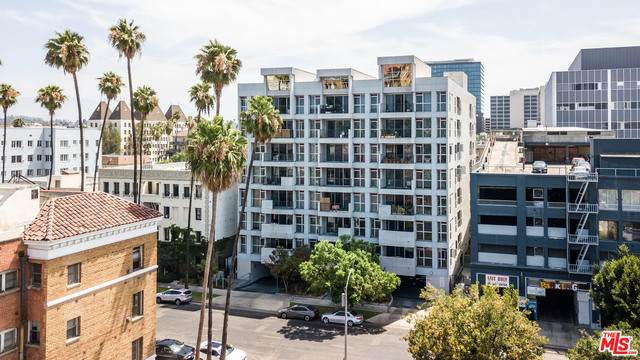 540 S Kenmore Ave #606, Los Angeles, CA 90020 (MLS #21-764578) :: The John Jay Group - Bennion Deville Homes