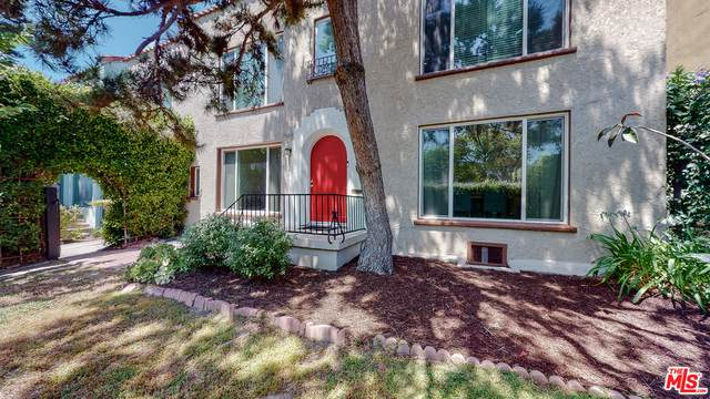 1063 Meadowbrook Ave, Los Angeles, CA 90019 (#21-764660) :: Montemayor & Associates