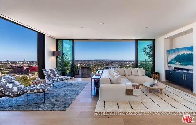 9040 W Sunset Blvd Phb, West Hollywood, CA 90069 (#21-765302) :: Montemayor & Associates