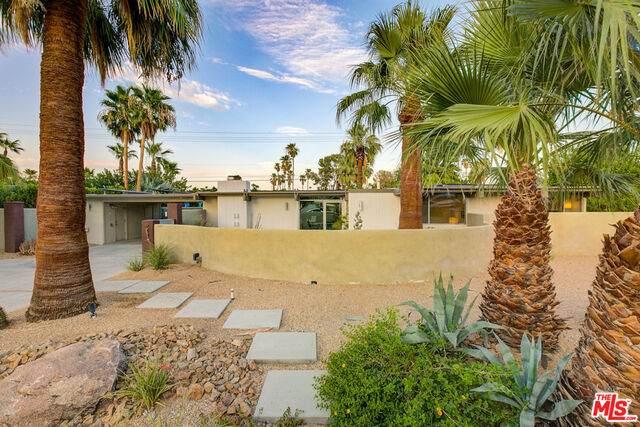 244 N Monterey Rd, Palm Springs, CA 92262 (MLS #21-765772) :: The Sandi Phillips Team