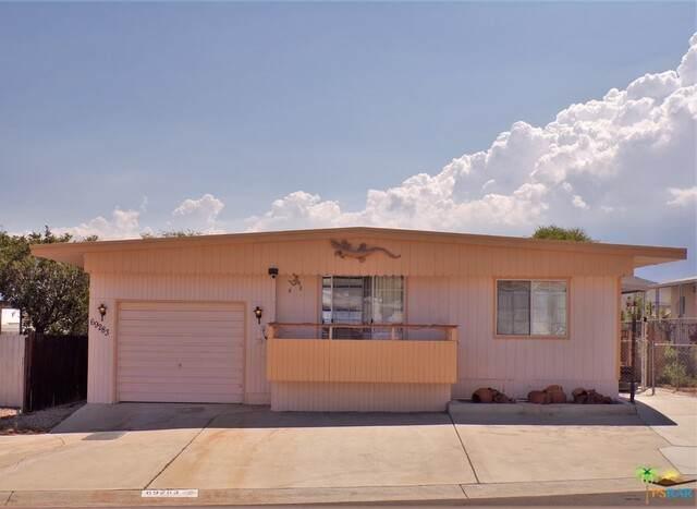 69283 Golden West Dr, Desert Hot Springs, CA 92241 (MLS #21-766264) :: Zwemmer Realty Group