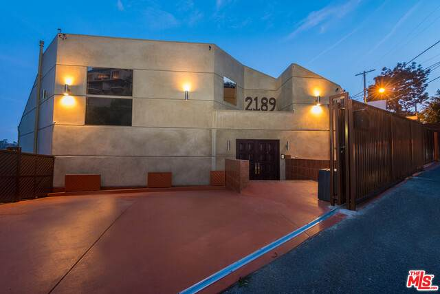 2189 Sunset Plaza Dr, Los Angeles, CA 90069 (#21-766368) :: TruLine Realty