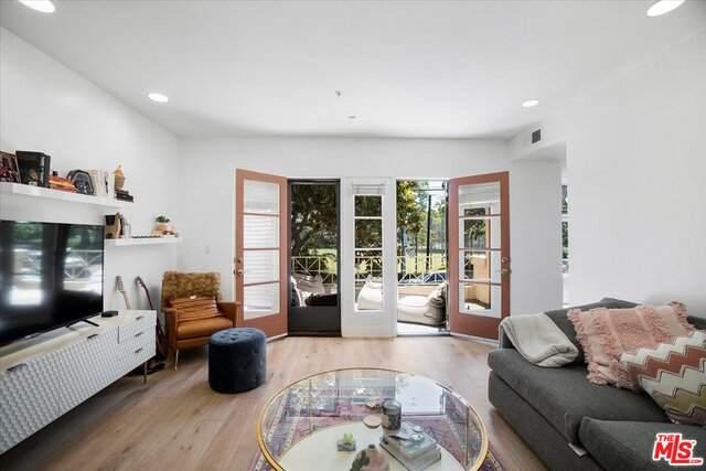 235 S Gale Dr #204, Beverly Hills, CA 90211 (MLS #21-766478) :: Hacienda Agency Inc