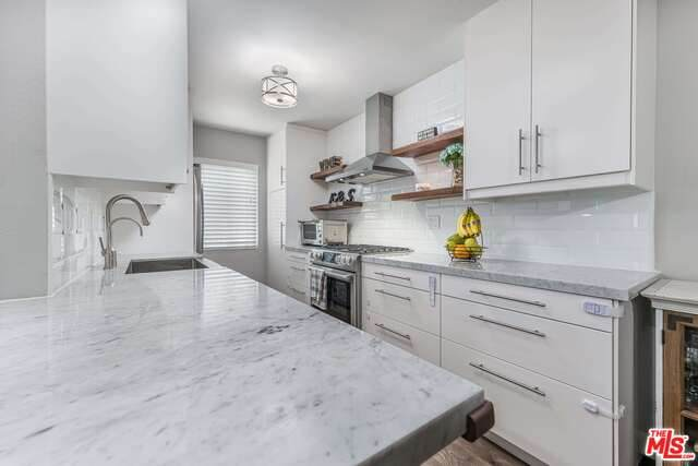 5055 Coldwater Canyon Ave #212, Sherman Oaks, CA 91423 (#21-767156) :: The Grillo Group