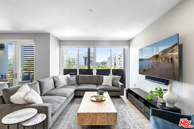 6030 Seabluff Dr #302, Los Angeles, CA 90094 (#21-767226) :: TruLine Realty