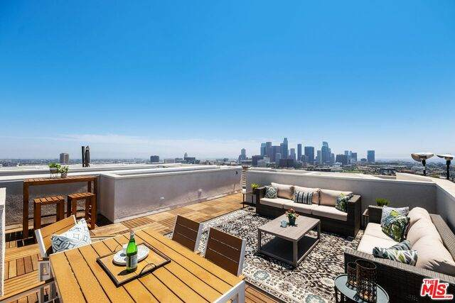 1035 N White Knoll Dr, Los Angeles, CA 90012 (#21-768178) :: TruLine Realty