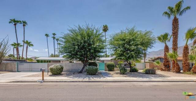 1653 E San Lucas Rd, Palm Springs, CA 92264 (#21-769888) :: Lydia Gable Realty Group