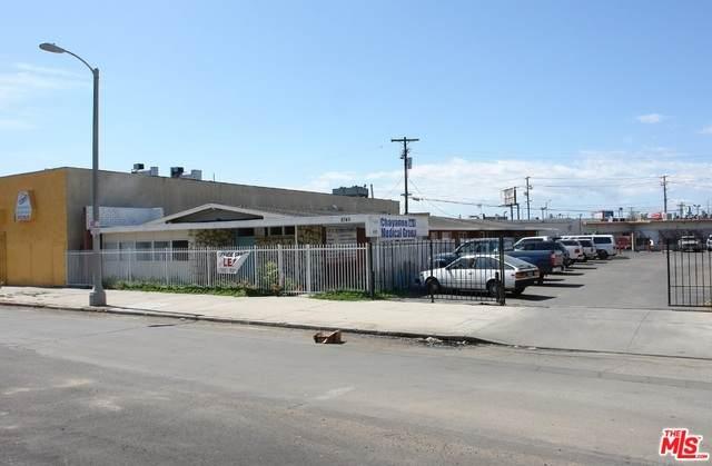 8745 Parthenia Pl, North Hills, CA 91402 (#21-773136) :: Randy Plaice and Associates