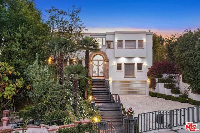 3195 Deep Canyon Dr, Beverly Hills, CA 90210 (#21-773764) :: Montemayor & Associates