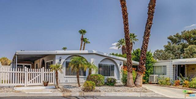 143 Sage Dr, Palm Springs, CA 92264 (#21-773826) :: Lydia Gable Realty Group