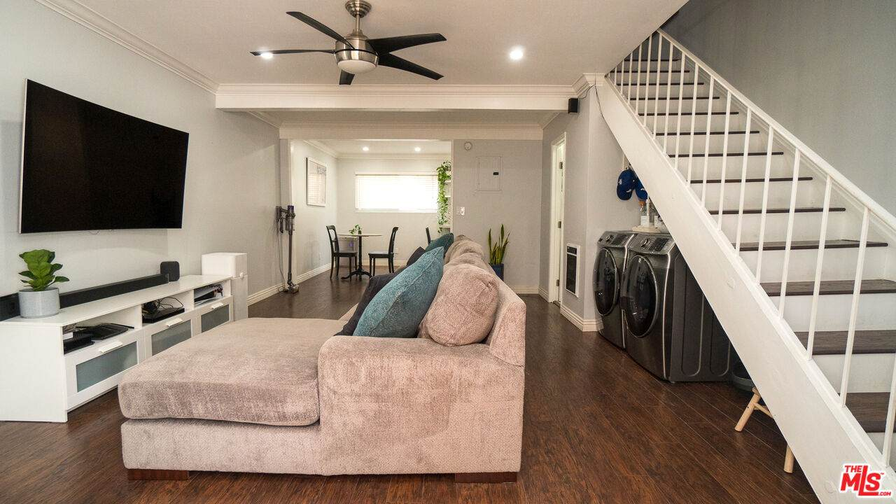 888 Victor Ave - Photo 1