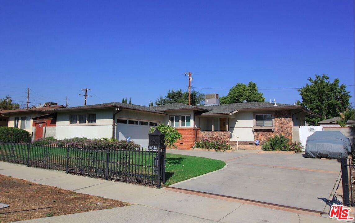 10944 Forbes Ave - Photo 1