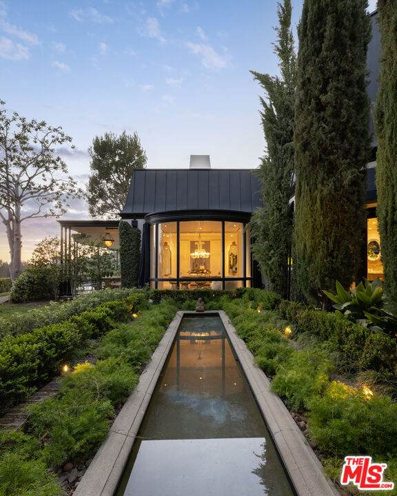 1010 N Hillcrest Rd, Beverly Hills, CA 90210 (#21-783922) :: Montemayor & Associates