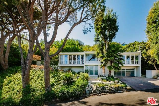 12311 Deerbrook Ln, Los Angeles, CA 90049 (#21-786882) :: The Grillo Group