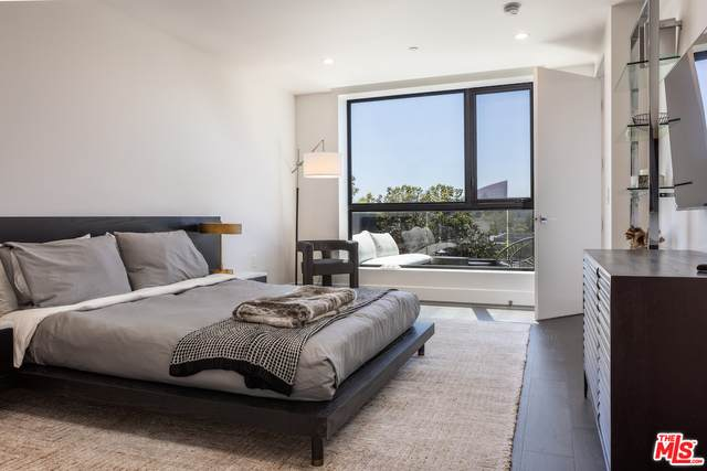 724 N Croft Ave #302, Los Angeles, CA 90069 (#21-788566) :: Compass