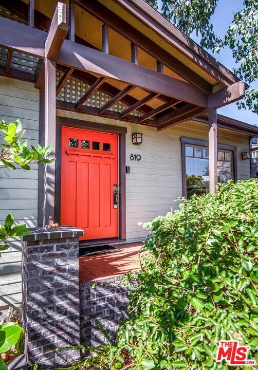 819 Cedar St, Santa Monica, CA 90405 (MLS #21-791560) :: The Jelmberg Team