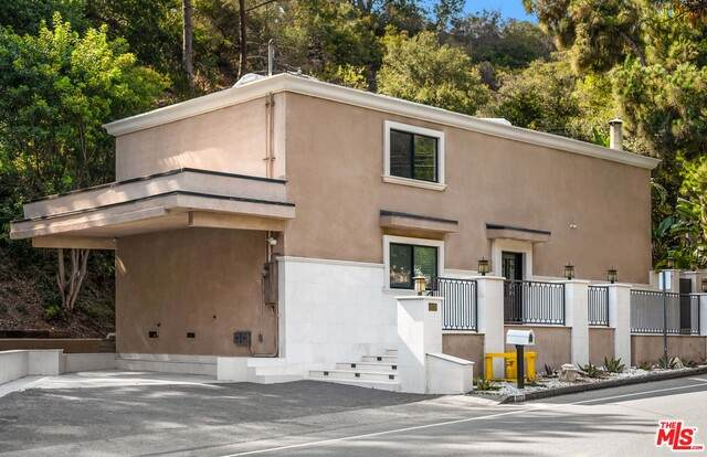 2075 Benedict Canyon Dr, Beverly Hills, CA 90210 (#21-791958) :: Lydia Gable Realty Group