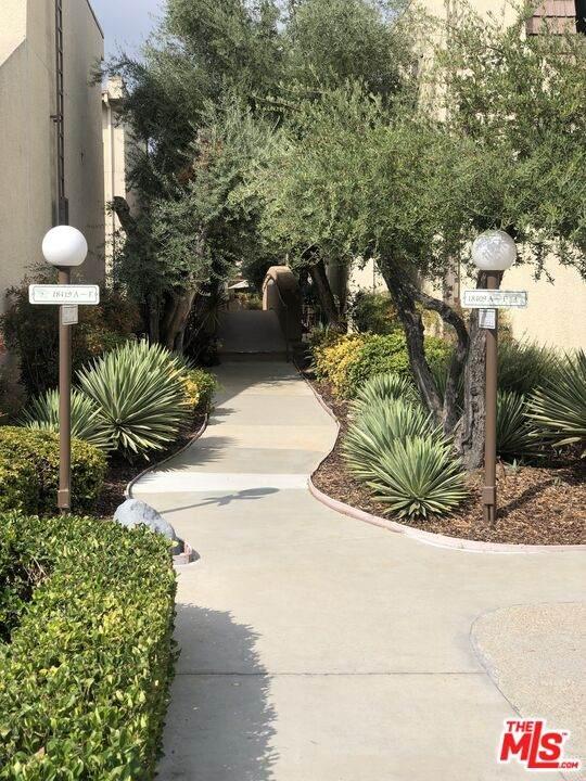 18421 Collins St A, Tarzana, CA 91356 (#21-793382) :: Vida Ash Properties | Compass