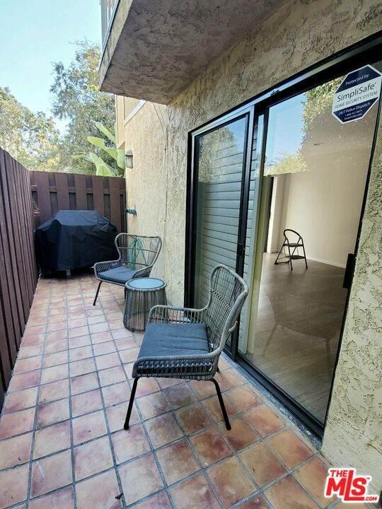 10671 Wilkins Ave #1, Los Angeles, CA 90024 (MLS #21-795202) :: The Jelmberg Team