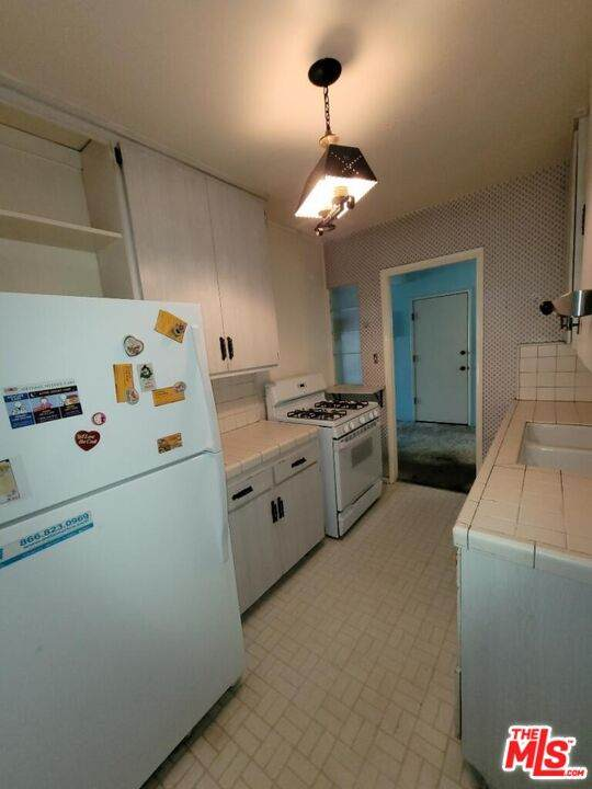 5426 Burnet Ave, Sherman Oaks, CA 91411 (#21-797804) :: Berkshire Hathaway HomeServices California Properties