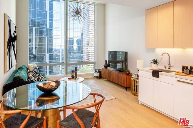 877 Francisco St #2105, Los Angeles, CA 90017 (MLS #21-798234) :: Zwemmer Realty Group