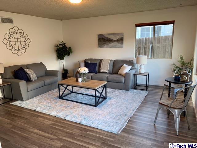 3316 Encinal Avenue, La Crescenta, CA 91214 (#319000630) :: TruLine Realty