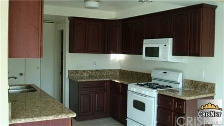 10707 Camarillo Street #317, Toluca Lake, CA 91602 (#SR19087680) :: Golden Palm Properties