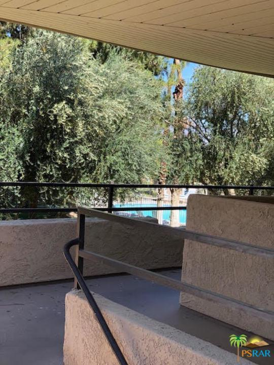 680 N Ashurst Court I-206, Palm Springs, CA 92262 (#19458104PS) :: The Agency