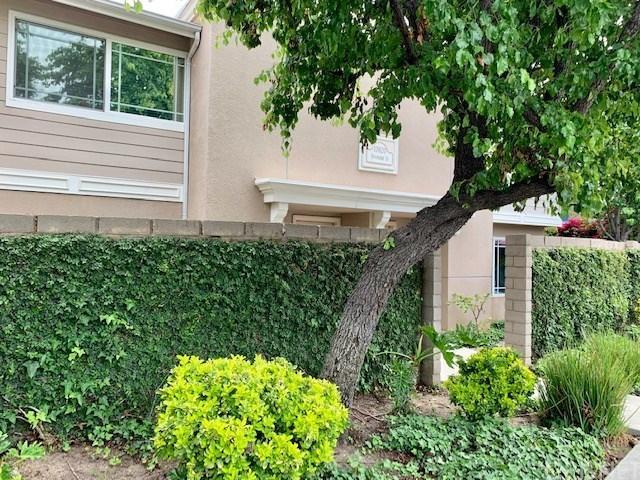 17820 Devonshire Street #6, Northridge, CA 91325 (#SR19119418) :: Paris and Connor MacIvor