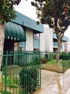 8801 Willis Avenue A5, Panorama City, CA 91402 (#SR19132509) :: The Agency