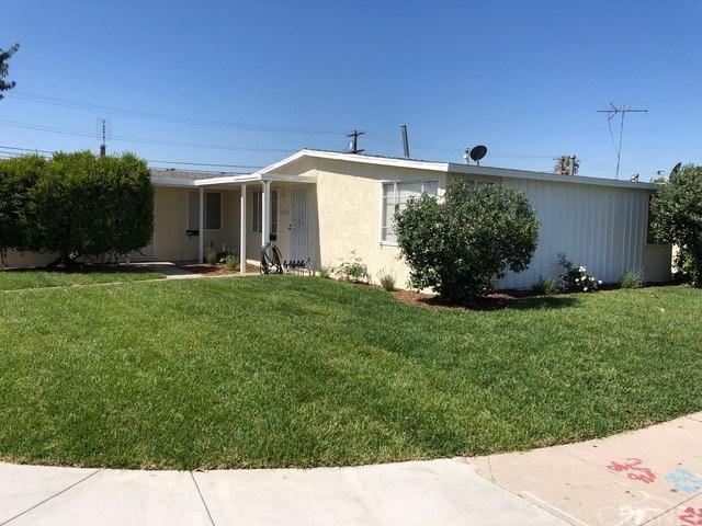 13820 Roscoe Boulevard, Panorama City, CA 91402 (#SR19133478) :: The Agency