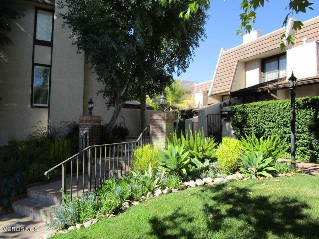 6266 Nita Avenue, Woodland Hills, CA 91367 (#219008803) :: Paris and Connor MacIvor
