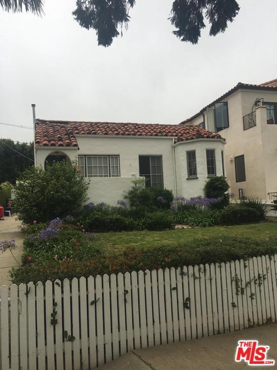 617 Swarthmore Avenue, Pacific Palisades, CA 90272 (#19489656) :: The Fineman Suarez Team