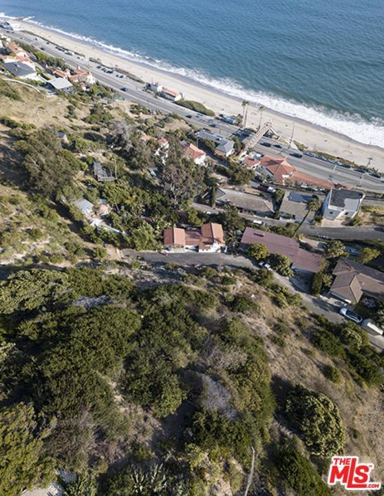 17611 Revello Drive, Pacific Palisades, CA 90272 (#19500006) :: TruLine Realty